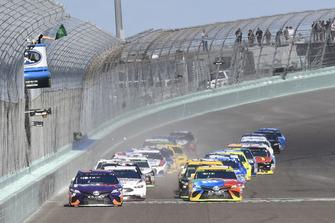 Start zum NASCAR-Finale 2018 in Homestead: Denny Hamlin, Joe Gibbs Racing, Toyota Camry FedEx Express, Kyle Busch, Joe Gibbs Racing, Toyota Camry M&M's