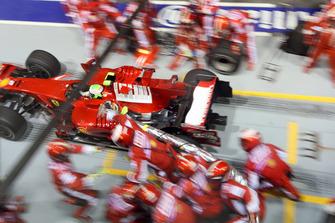 Pitstop per Felipe Massa, Ferrari F2008