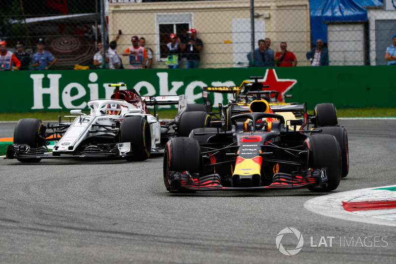 Daniel Ricciardo, Red Bull Racing RB14, leads Charles Leclerc, Sauber C37, and Nico Hulkenberg, Renault Sport F1 Team R.S. 18