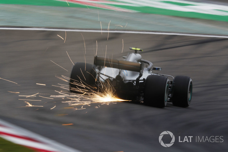 Valtteri Bottas, Mercedes AMG F1 W09, strikes up sparks