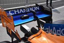 Vue détaillée de l'aileron arrière de la McLaren MCL33