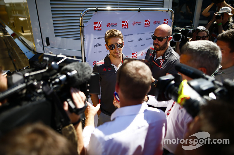 Romain Grosjean, Haas F1 Team, parla con i media