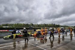 Autos frenados en el pit lane, Sébastien Bourdais, Dale Coyne Racing with Vasser-Sullivan Honda, Ryan Hunter-Reay, Andretti Autosport Honda