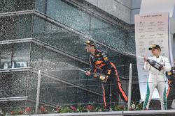 Yarış galibi Daniel Ricciardo, Red Bull Racing, 2. Valtteri Bottas, Mercedes AMG F1