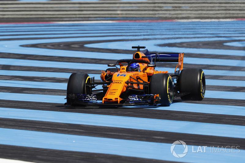 Fernando Alonso, McLaren MCL33, runs off track