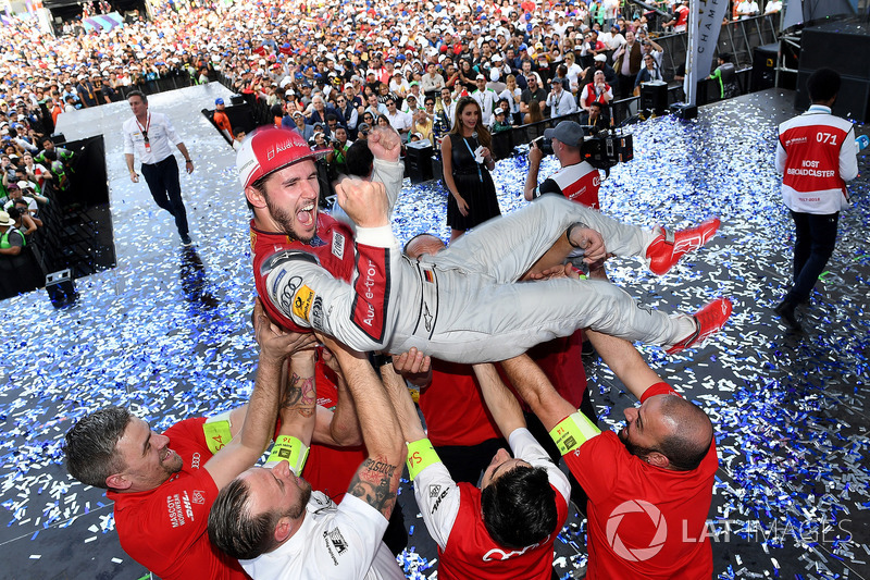 Daniel Abt, Audi Sport ABT Schaeffler, celebra después de ganar la carrera