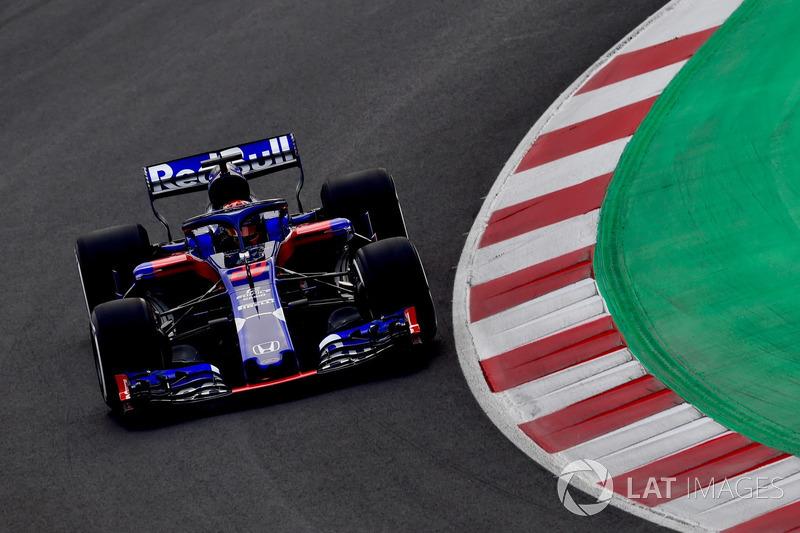 Год спустя ливрея осталась, но «младшая» команда Red Bull перешла на моторы Honda, от которых в прошлом сезоне отказалась McLaren