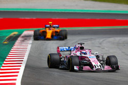Sergio Perez, Force India VJM11, Stoffel Vandoorne, McLaren MCL33