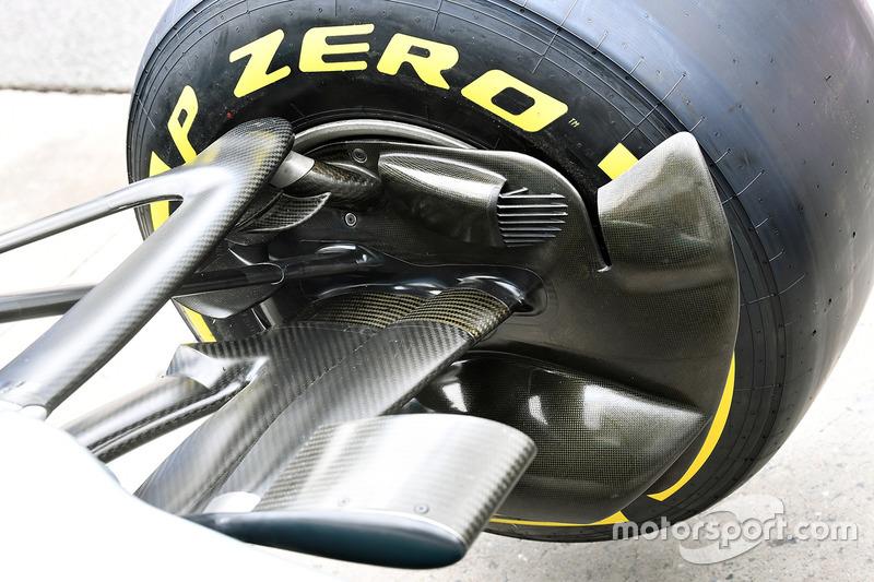 Une écope de frein avant de la Mercedes-Benz F1 W08