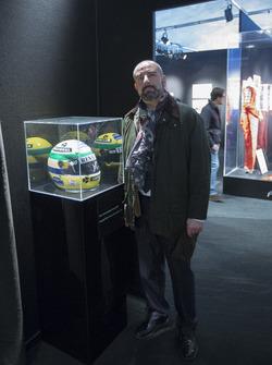 Ivan Capelli, Presidente ACI Milano, con il casco di Ayrton Senna