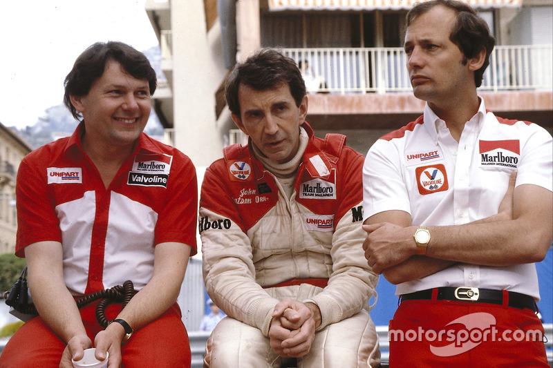 John Watson, McLaren Ford, jefe del equipo Ron Dennis y principal diseñador John Barnard