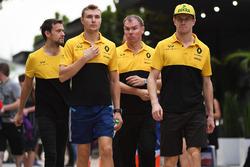 Jolyon Palmer, Renault Sport F1 Team, Sergey Sirotkin, Renault Sport F1 Team Test Driver, Alan Permane, Renault Sport F1 Team Race Engineer and Nico Hulkenberg, Renault Sport F1 Team