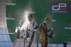 Podio: segundo lugar  Jack Aitken, ART Grand Prix, ganador de la carrera George Russell, ART Grand Prix