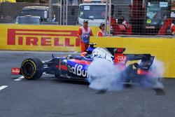 Даниил Квят, Scuderia Toro Rosso STR12: разворот на трассе