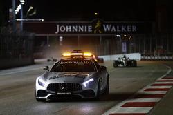 Автомобіль безпеки попереду Льюіса Хемілтона, Mercedes AMG F1 W08