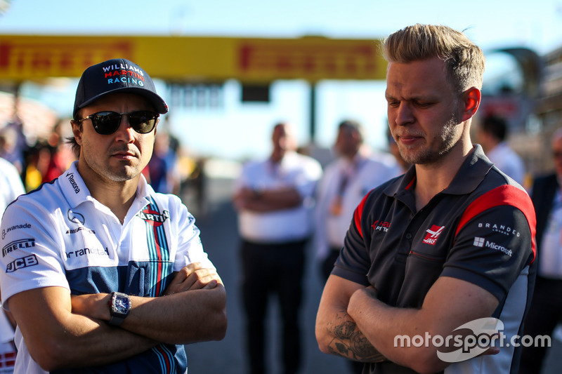 Фелипе Масса, Williams, и Кевин Магнуссен, Haas F1