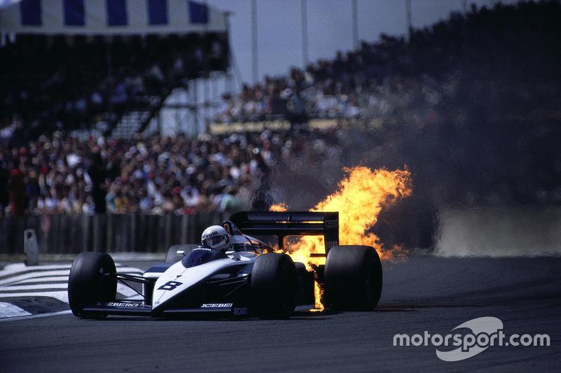 1987 - Andrea de Cesaris, dengan mesin BMW yang terbakar