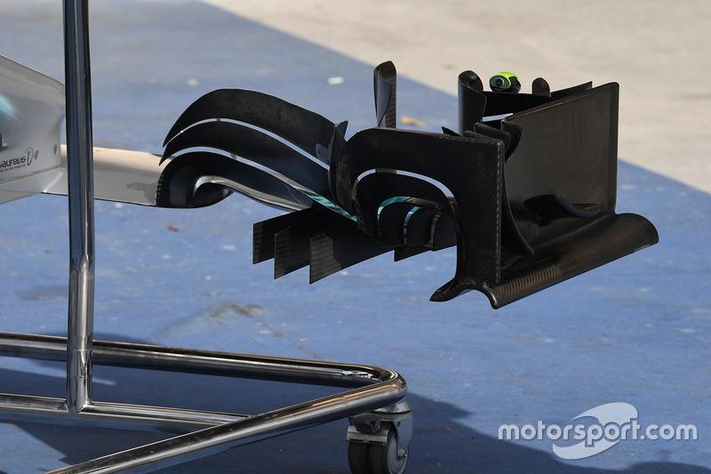 """تفاصيل الجناح الأمامي لسيارة مرسيدس """"دبليو08"""""""
