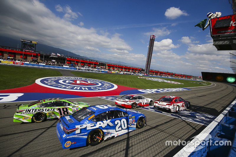 Restart: Kyle Larson, Chip Ganassi Racing, Chevrolet, führt