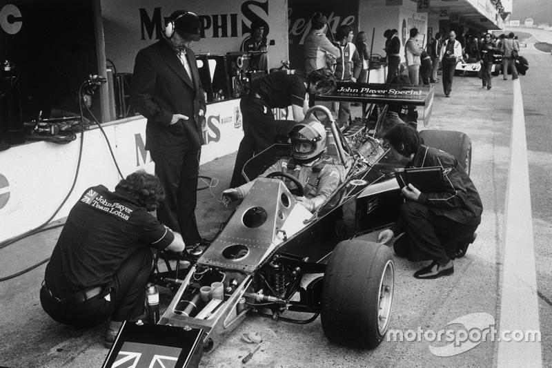 Mario Andretti, Lotus 77