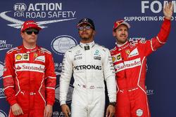 Обладатель поула Льюис Хэмилтон, Mercedes AMG F1, второе место – Кими Райкконен, третье место – Себастьян Феттель, Ferrari