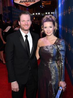 Dale Earnhardt Jr., Hendrick Motorsports y su prometida Amy Reimann