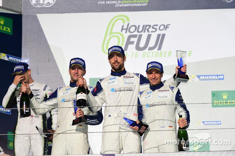 المنصة: المركز الثالث رقم 78 كاي سي إم جي بورشه 911 آرإس آر: كريستيان ريد، وولف هينزلر، جويل كاماثياس