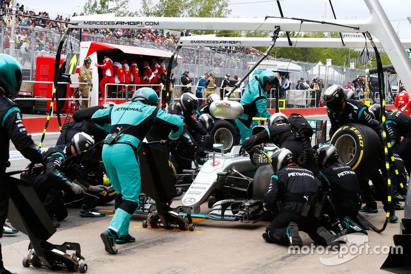 Ніко Росберг, Mercedes AMG F1 W07 Hybrid робить піт-стоп