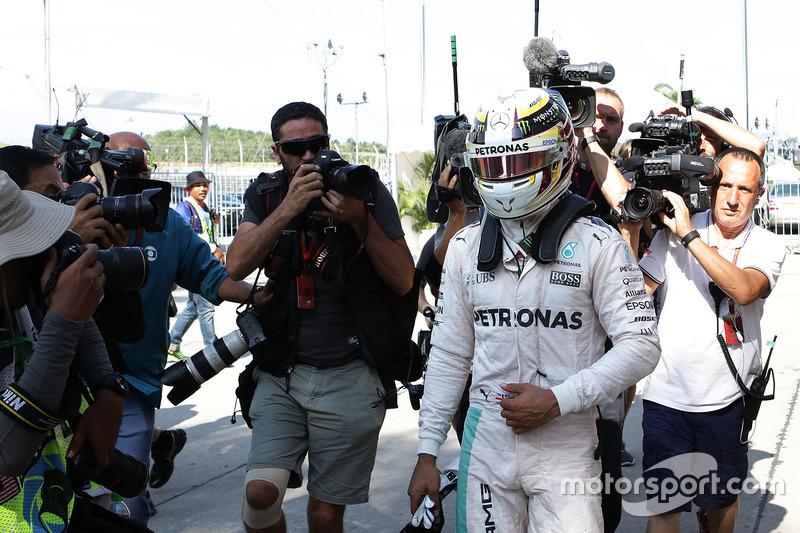 ... liegt Rosberg jetzt 23 Punkte vor Hamilton, der mit leeren Händen dasteht
