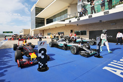 (L to R): third place Daniel Ricciardo, Red Bull Racing, race winner Lewis Hamilton, Mercedes AMG F1 and second place Nico Rosberg, Mercedes AMG F1 in parc ferme