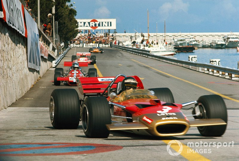 Jochen Rindt, Lotus 49C Ford lidera sobre Piers Courage, De Tomaso 308 Ford