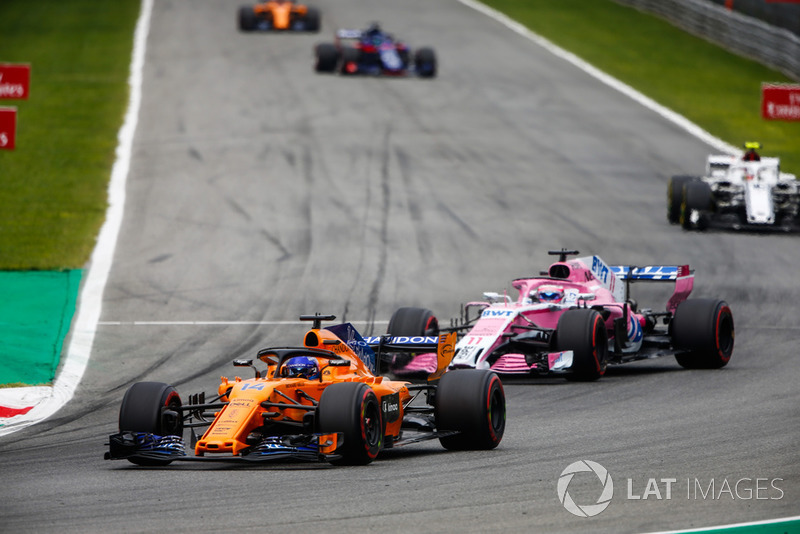 Fernando Alonso, McLaren MCL33, leads Sergio Perez, Racing Point Force India VJM11, and Charles Leclerc, Sauber C37