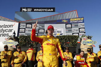Ryan Hunter-Reay, Andretti Autosport Honda celebrates in victory lane