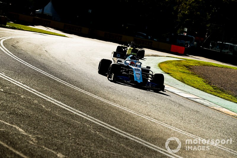 Robert Kubica, Williams FW42, precede Daniel Ricciardo, Renault F1 Team R.S. 19