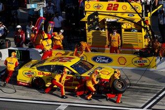 Joey Logano, Team Penske, Ford Mustang Shell Pennzoil, pit stop