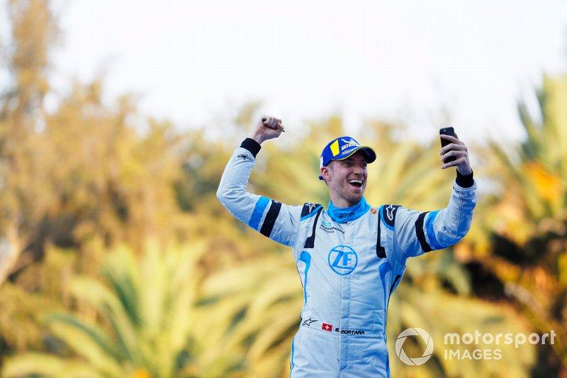 Edoardo Mortara Venturi Formula E, Venturi VFE05, terzo, festeggia avvicinandosi al podio