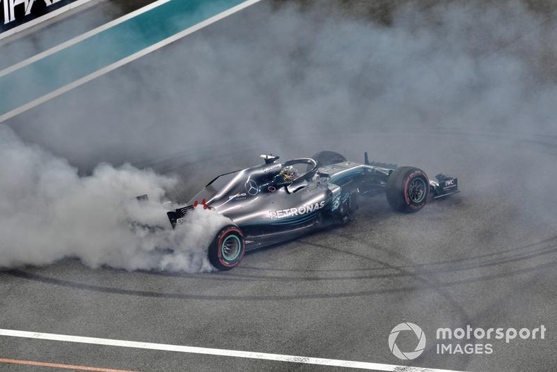 Lewis Hamilton, Mercedes AMG F1 W09 EQ Power+ donas al final