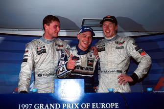 Conférence de presse : David Coulthard, McLaren, le Champion du monde Jacques Villeneuve, Williams, le vainqueur Mika Hakkinen, McLaren