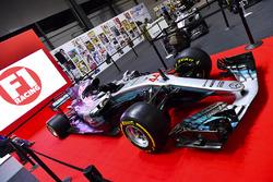 Egy Mercedes az F1 Racing standján