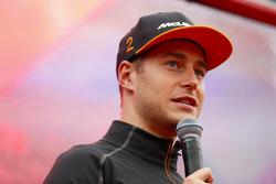 Stoffel Vandoorne, McLaren, sahnede röportaj veriyor