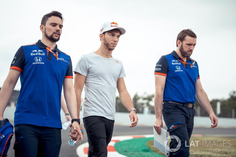 Pierre Gasly, Scuderia Toro Rosso camina por la pista