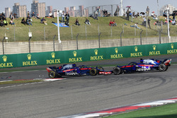 Pierre Gasly, Scuderia Toro Rosso STR13 and Brendon Hartley, Scuderia Toro Rosso STR13 collide