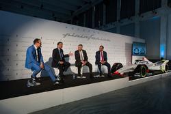 Michael Perschke, CEO, Automobili Pininfarina,  Anand Mahindra, Direktör, Mahindra Group, Paolo Pininfarina, Direktör, Pininfarina SpA ve Dr. Pawan Goenka, Direktör, Mahindra & Mahindra Ltd. ve, Direktör Mahindra Racing