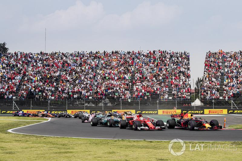 Hamilton encontra uma brecha para passar Vettel e Verstappen