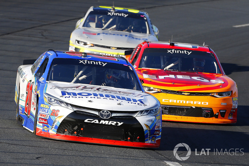 Ryan Preece, Joe Gibbs Racing Toyota and Kyle Larson, Chip Ganassi Racing Chevrolet