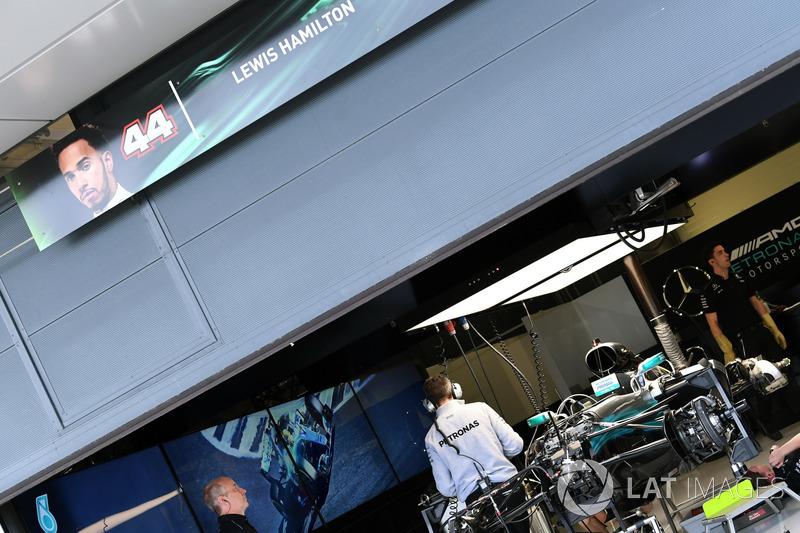 Mercedes-Benz F1 W08 у гаражі