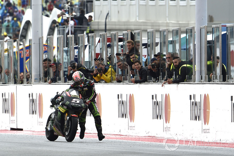 Johann Zarco, Monster Yamaha Tech 3 pushes his bike over the finish line