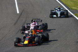 Daniel Ricciardo, Red Bull Racing RB13, Esteban Ocon, Sahara Force India F1 VJM10, Valtteri Bottas, Mercedes AMG F1 W08