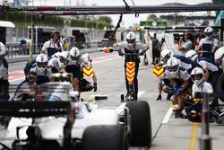 Lance Stroll, Williams FW40, lors d'une simulation d'arrêt au stand