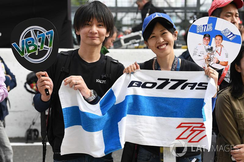 Valtteri Bottas, Mercedes AMG F1 fans and banner